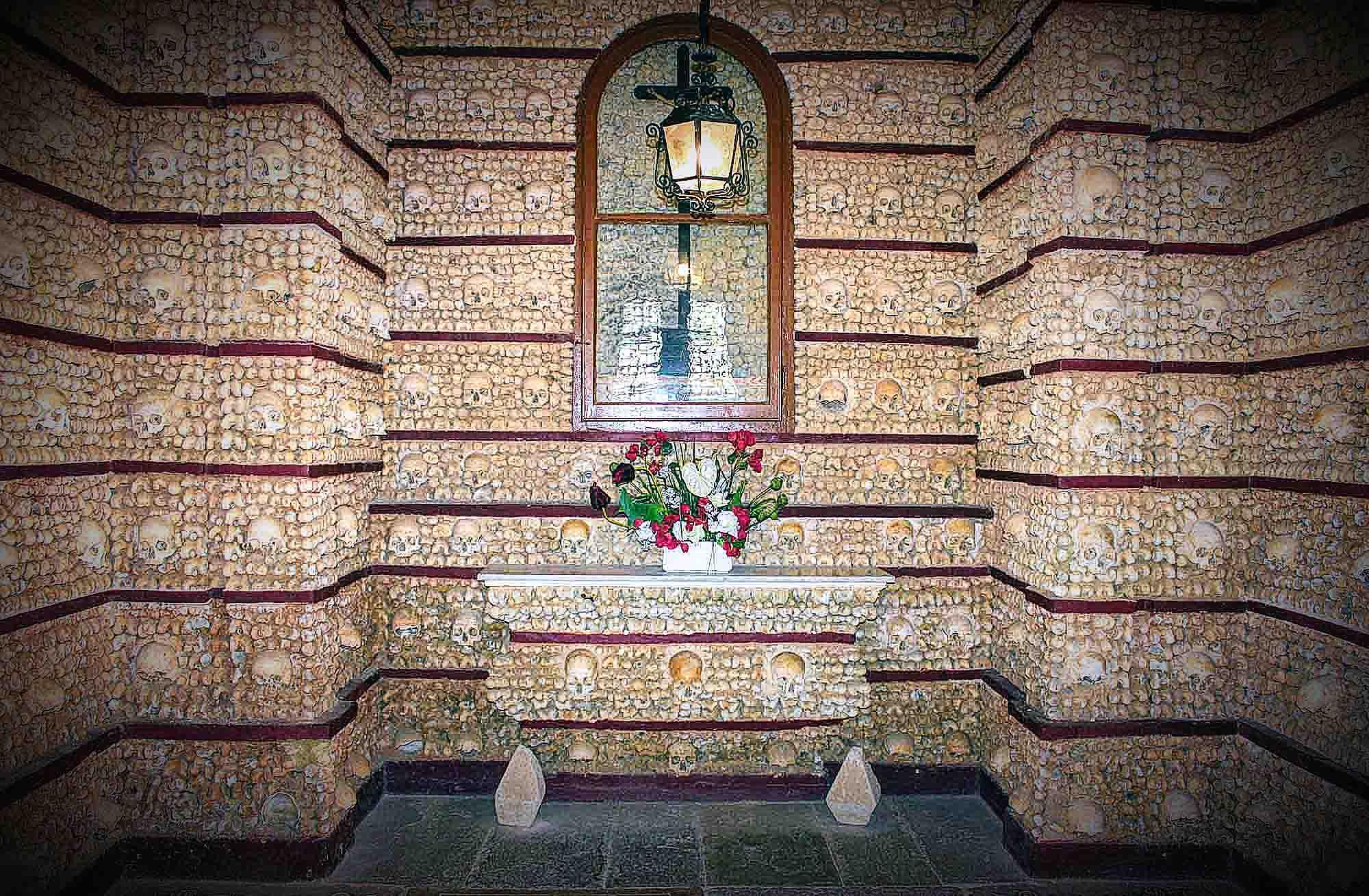 Bone chapel Faro Altar Vignette