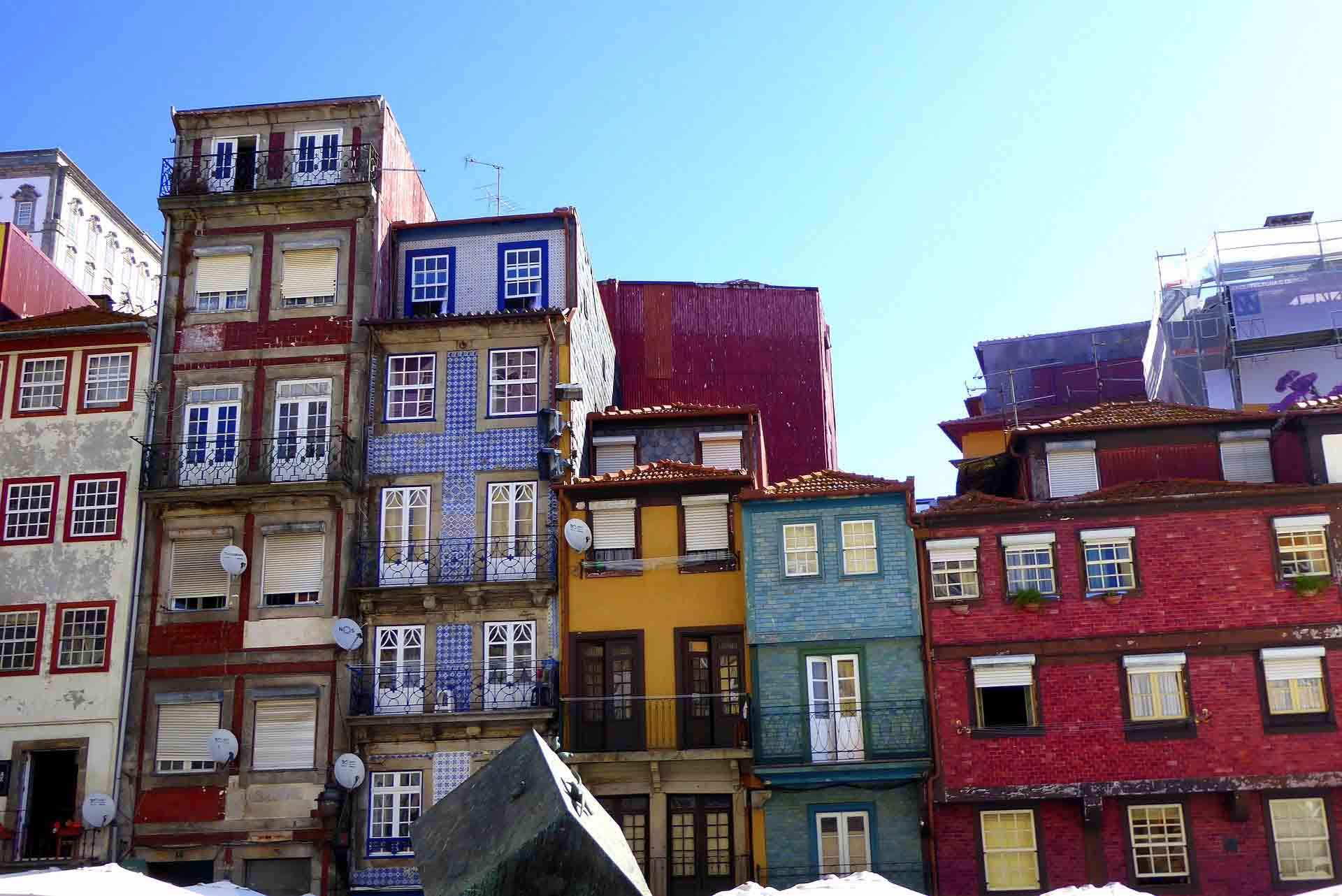 Colourful-buildings-in-Porto