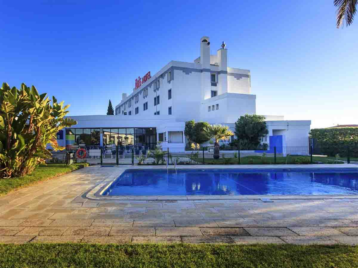 Hotel ibis Faro Algarve pool
