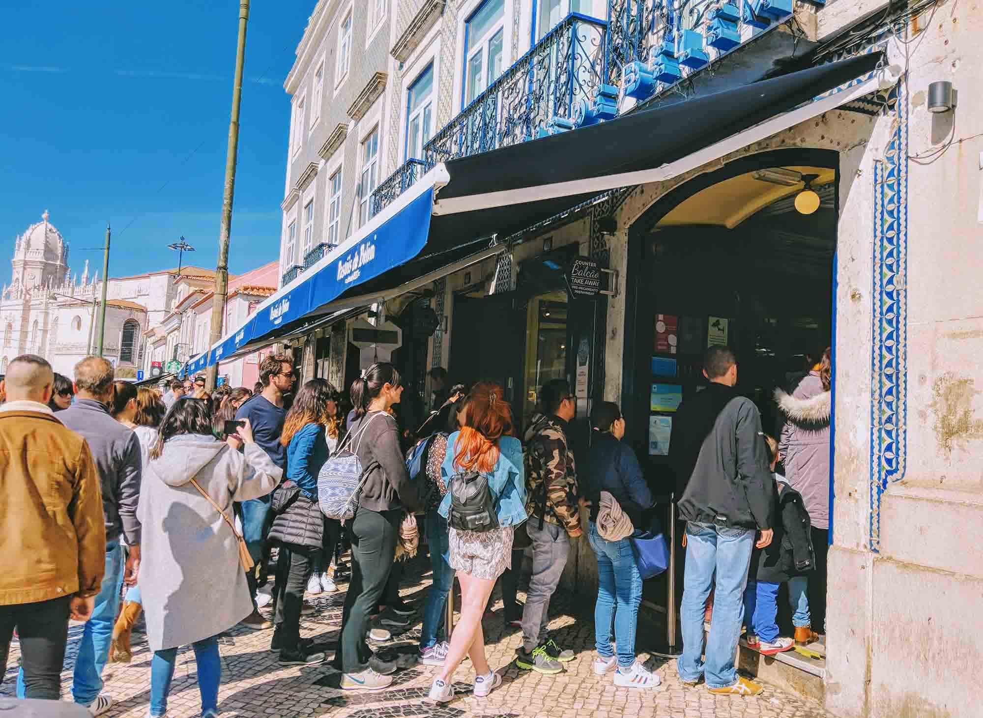 queues at pasteis de belem