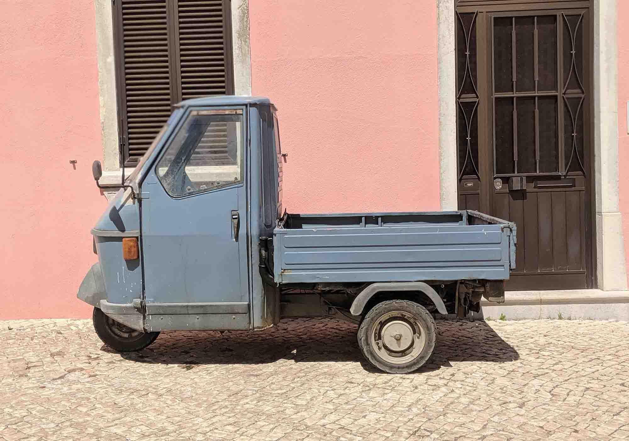 Portuguese 3 wheel vehicle