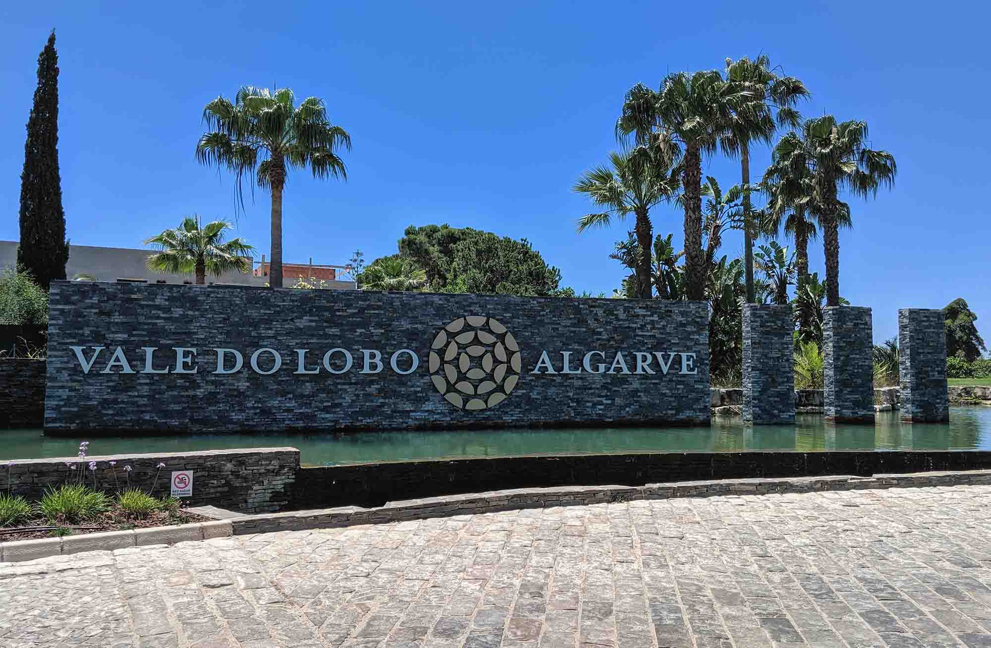 Vale do Lobo roundabout sign