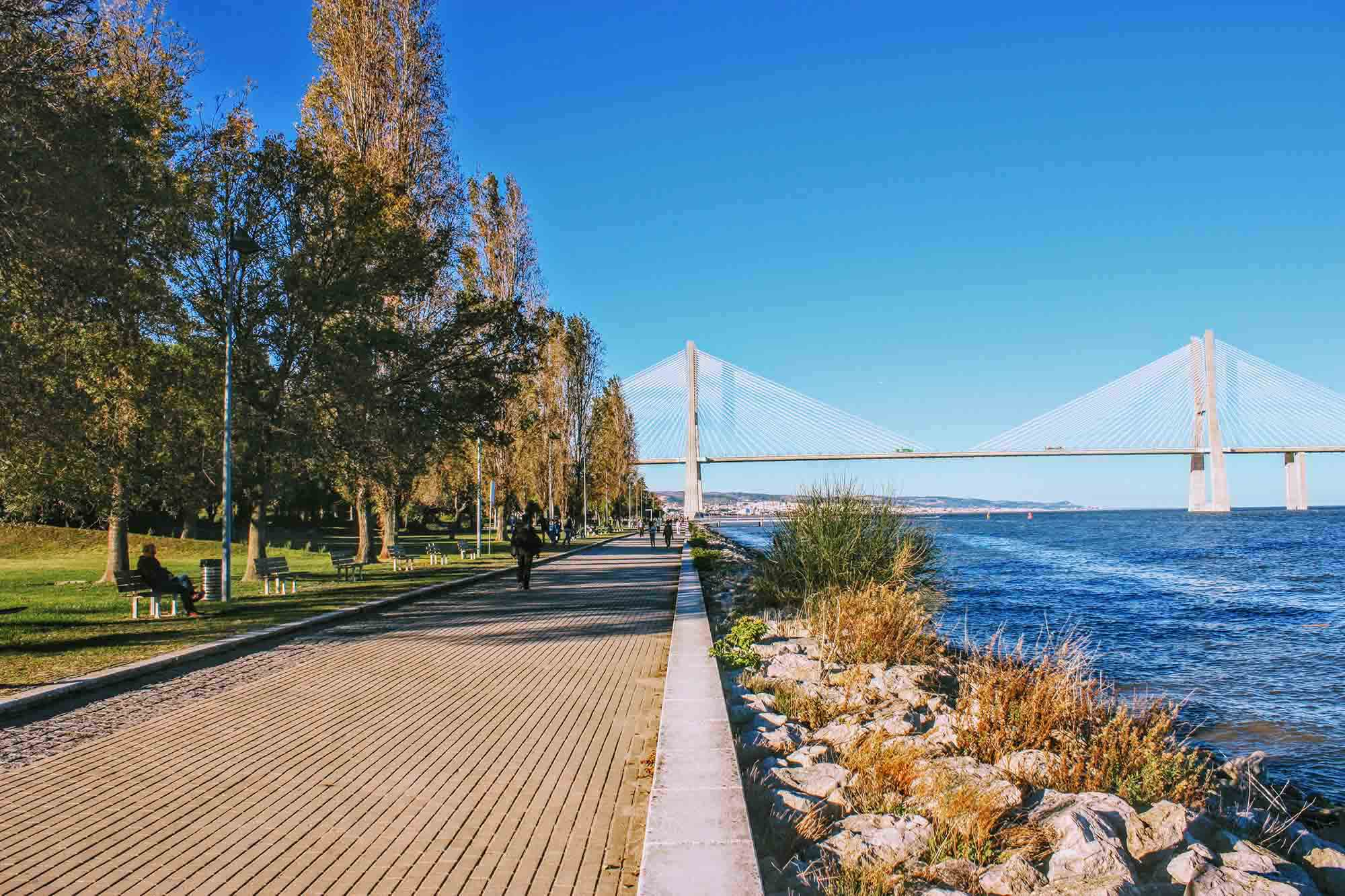boardwalk at parque das nacoes