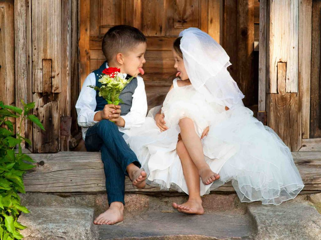 Children in wedding outfits