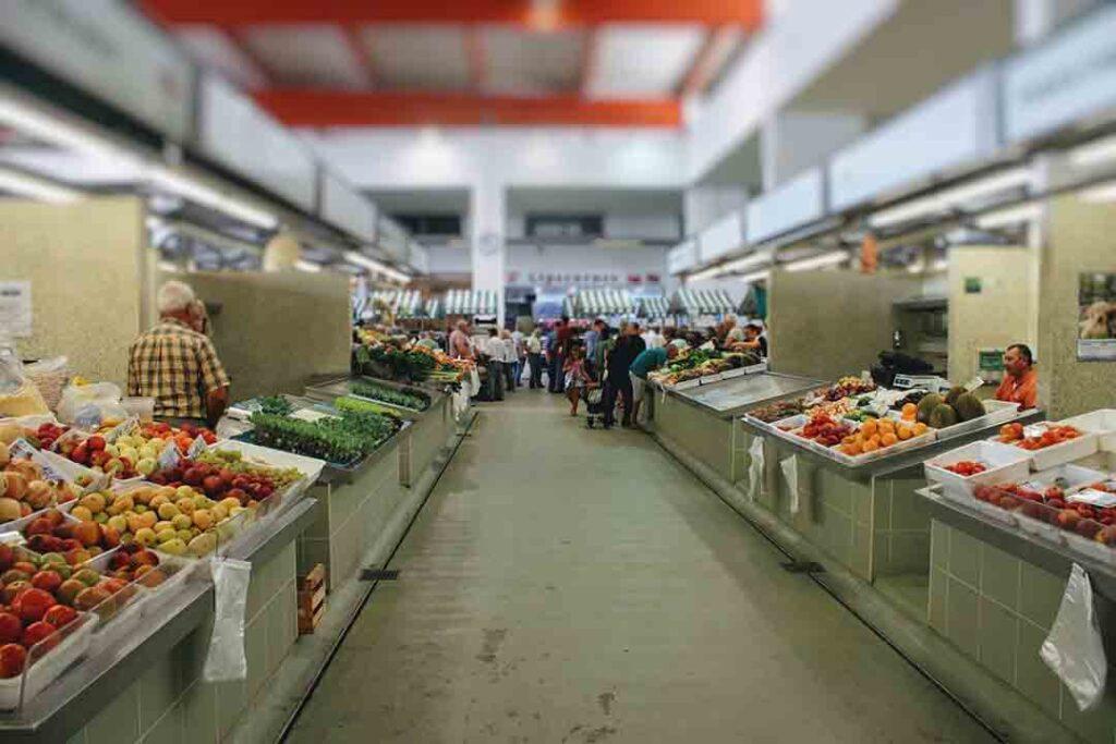 fruit-and-veg-section-of-Portimao-market28065429