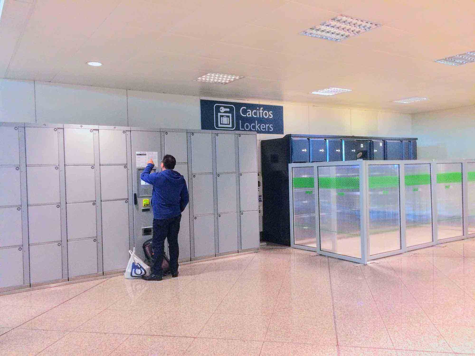 lockers at porto airport