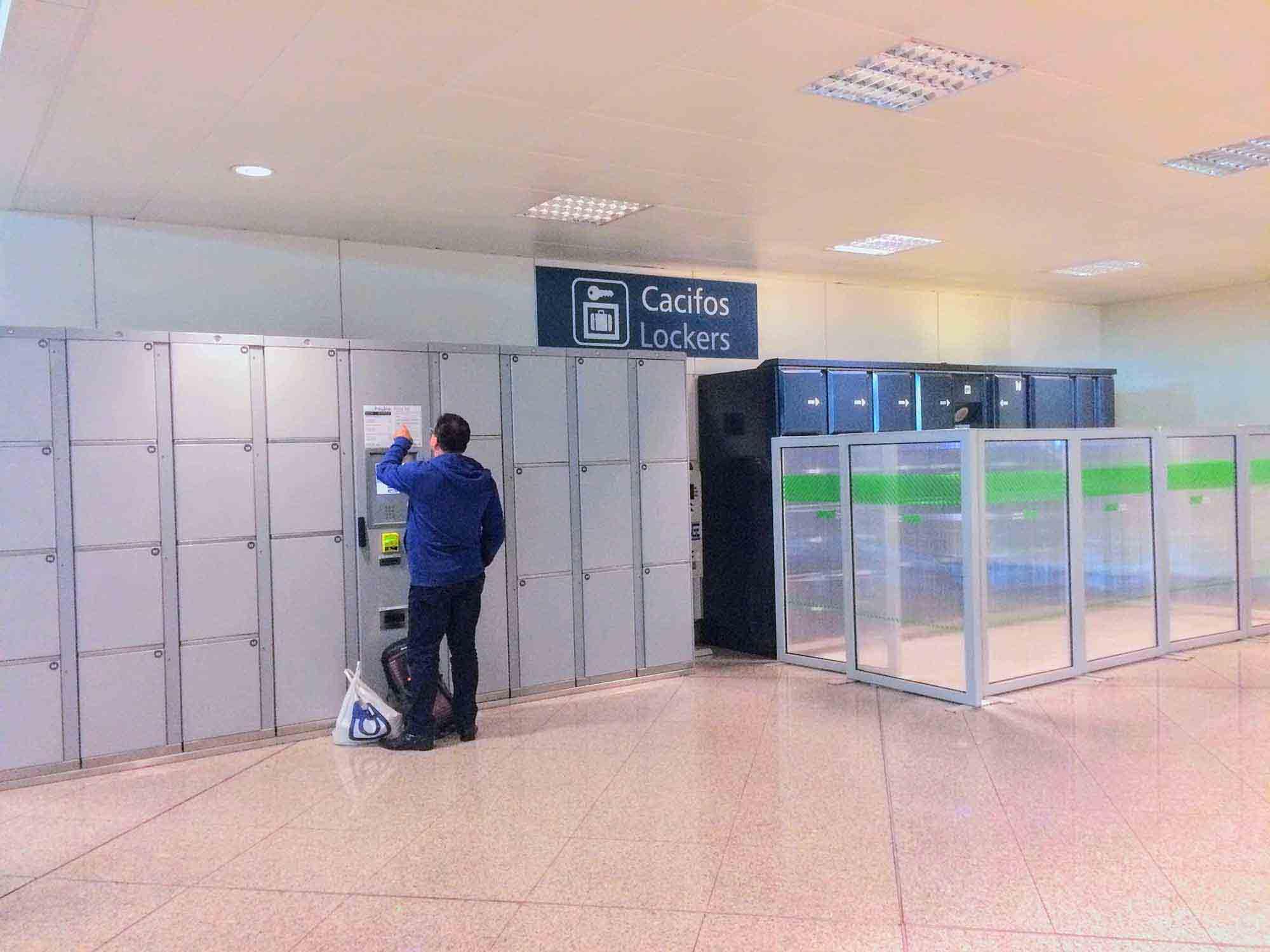 lockers at porto airport